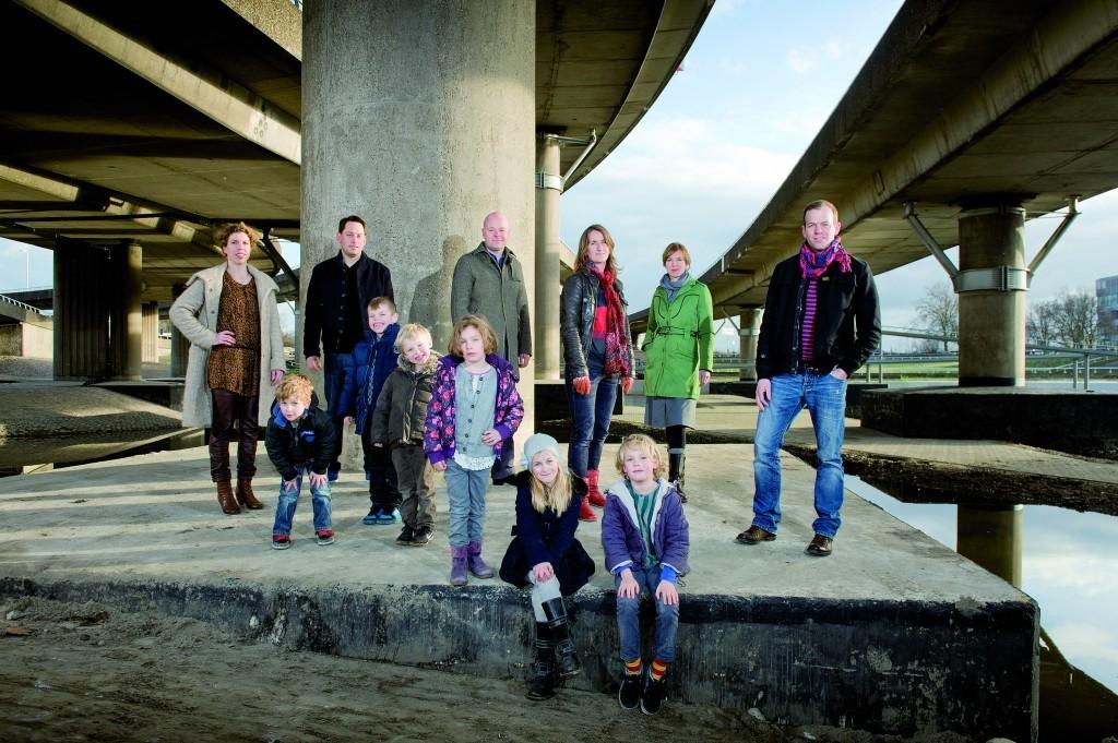 Nederland, Rotterdam, 14-01-2012. De families Viester_Budel, Haest_Vink en Van Persie_Vermijs met kinderen onder Viaduct_Fly-over Kleinpolderplein. Foto: Erno Wientjens.